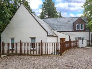 MILTON COTTAGE, en-suite facilities, WiFi, attractive cottage, in Archiestown, Ref. 9747 - Moray vacation rentals