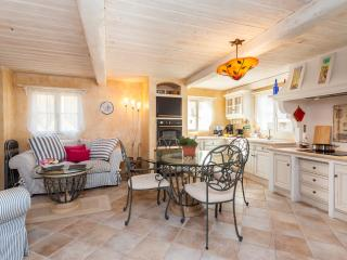 CASTELET - Bright & cosy house w/AC in Old Town - Antibes vacation rentals