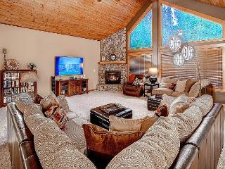 Stunning 5BD Mountain Home! 4.5 acres|Chef's Kitchen*Hot Tub*Sept Specials! - Cle Elum vacation rentals