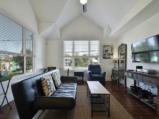 1BR Newly Built East Downtown Austin Apartment, Sleeps 4 - Austin vacation rentals