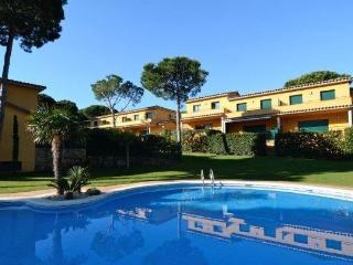 GAVARRES MAR - 6 PAX - Mas Pinell vacation rentals