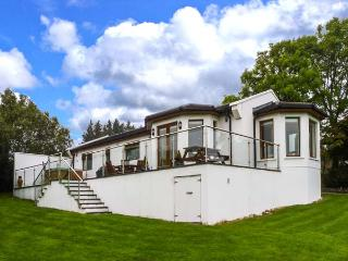 NO. 1 ARD CARRAIG, hot tub, pet-friendly ground floor cottage, in Portsalon, Ref. 917354 - Buncrana vacation rentals