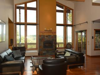Luxurious retreat overlooking the Sierras,close to - Gold Country vacation rentals