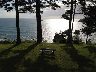 Sunset Knoll~ Tranquility on the Bluff w/ Sweeping Ocean Views, Pets Welcome - North Coast vacation rentals