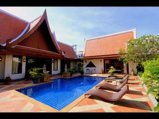 SIRINTHARA villa, luxurious 4 bed pool villa, in N - Kata vacation rentals
