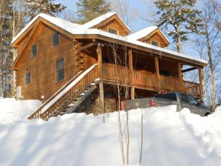 Log Cabin With All The Luxuries Of Home - Woodsville vacation rentals