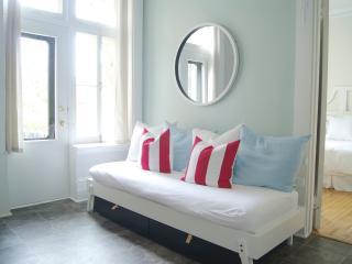 NEW apartment - Old Trois-Rivières / Nouveau à 3-R - Trois-Rivieres vacation rentals