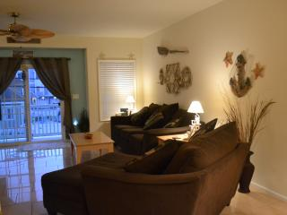 $250/NT THRU OCTOBER 3BR, 2BA SLPS 8 1 Blk to B/BW - North Wildwood vacation rentals