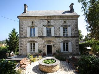 Prime location for Manor hse with pool in village - Beaumont-du-Perigord vacation rentals