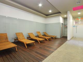 Romantic Spa Apt Wifi - Vila Nova de Gaia vacation rentals