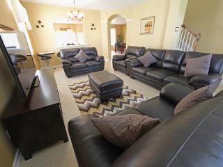 Beautiful 6BR/4BA villa, Pool/Spa, 2miles2Disney - Kissimmee vacation rentals