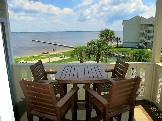 Nicely-decorated condo w/views of the Sound! - Pensacola Beach vacation rentals