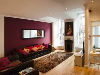 Charming Hidden Townhouse in Glasgow Centre - Glasgow & Clyde Valley vacation rentals
