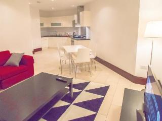 Outstanding 2 Bed |2 Baths | En-suite | Shortlet London | In Barbican | Moorgate | BHX5889 - London vacation rentals