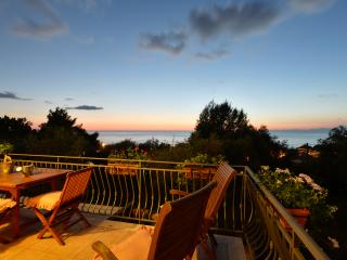Villa Elaia, holiday apartment in Castellabate - Santa Maria di Castellabate vacation rentals