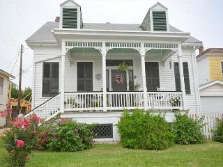1.5 Story, 2 BR, 2 BA, Historical District - Tiki Island vacation rentals