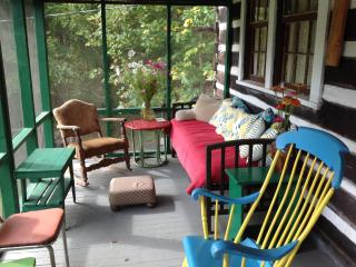 Hummingbird Haven ~ a  rustic cabin you will love. - Leiper's Fork vacation rentals