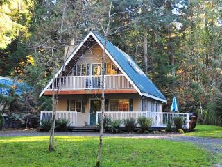 2-STORY CHALET, CLEAN, 3BR / 2BA IN SNOWLINE, BEST - Glacier vacation rentals