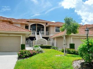 Peaceful condo on lake with heated pool, hot tub and short walk to beach - Marco Island vacation rentals
