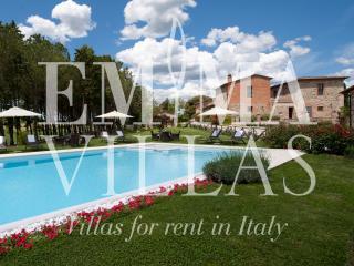 Podere Bellaria 16+4 - Siena vacation rentals