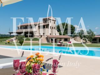 Podere Torricella 14+2 - Narni vacation rentals