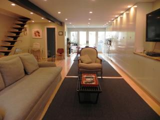 15 min from NYC Brooklyn Brownstone Tree lined Street with Garden - Brooklyn vacation rentals