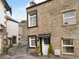 BLACK HORSE COTTAGE, WIFi, character cottage in Giggleswick, Ref. 916487 - Bolton by Bowland vacation rentals
