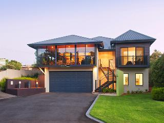 Downton Villa : 5 min walk from M.River town - Margaret River vacation rentals