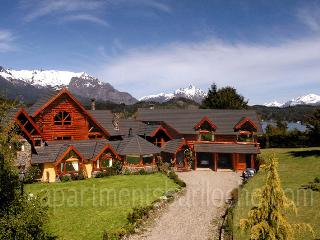ULTRA LUXURY 5 BEDROOM/ 5.5 BATH (H19) SWIMMING POOL! - Patagonia vacation rentals
