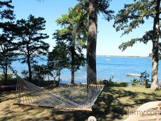 149 - PRIVATE WATERFRONT COTTAGE ON LAKE TASHMOO - Vineyard Haven vacation rentals