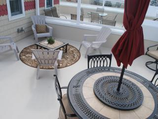 OCEAN VIEWS, 4BR/4.5BA Pool, Hot Tub, Beach Badges - Seaside Heights vacation rentals