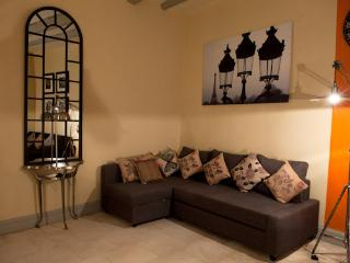 Holiday Home in Avignon Centre with WiFi, Sleeps 6 - Avignon vacation rentals