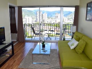 The best value in Waikiki! Free parking! - Honolulu vacation rentals