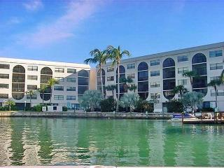 Cozy condo in luxurious waterfront community, short walk to Olde Marco - Marco Island vacation rentals