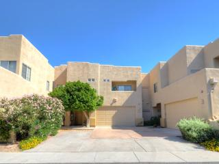 Awesome Scottsdale Location- Great Condo - Arizona vacation rentals
