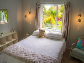The Butlers Cottage at tropical Driftwood Central - Kaeo vacation rentals