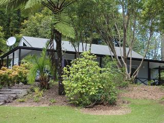 Tumblehome Lakeside Cottage at Driftwood Central - Kerikeri vacation rentals