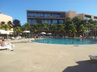 Huge Three Bedroom Apartment in the Five Star Salgados Resort - Guia vacation rentals