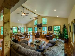 Serenity at it's Finest! -- HOT TUB!! Warm and authentic MOUNTAIN LODGE!! - Ohiopyle vacation rentals