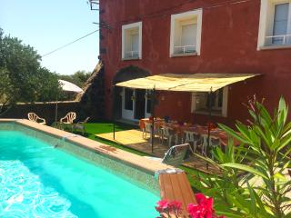 Quaint, redbrick farmhouse in the Roque-Haute nature reserve, Languedoc-Roussillon, with pool and lu - Portiragnes vacation rentals