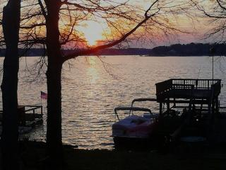 Vacation in Style on Beautiful Lake Wylie - South Carolina Lakes & Blackwater Rivers vacation rentals