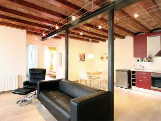 Sunny and central apartment - Barcelona vacation rentals