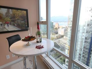 Beautiful High-Rise Home In The Heart of Downtown. - North Vancouver vacation rentals