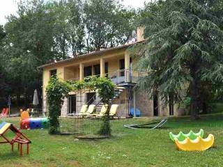 Gîte LA BOUYGUE, a child friendly self-catering holiday home with heated swimming pool - Monclar-de-Quercy vacation rentals
