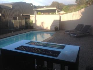 Ian Road Apartment Mt Martha. Mornington Peninsula - Cowes vacation rentals
