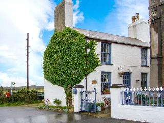TY CAPEL pet-friendly, woodburning stove, near to beaches in Rhoscolyn Ref 915471 - Rhoscolyn vacation rentals