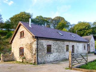 BOFFINS BARN AT PEN ISA CWM, detached, woodburning stove, excellent walking, in Nannerch, Ref 915596 - Nannerch vacation rentals