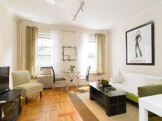 Prime 60's~Renovated 1BR~sleep 4~best value - New York City vacation rentals