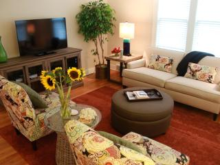Sweet Pea Cottage, Walk to Beach & Town - South Haven vacation rentals