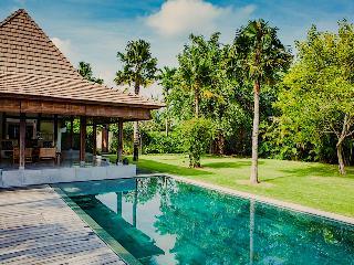 AWARDED TOP VILLA*Chef*Ideal location*Big garden* - Seminyak vacation rentals